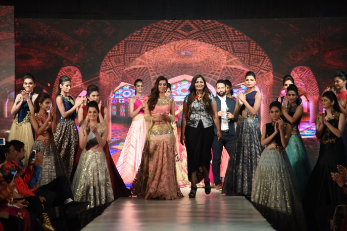 Showstopper Manasvi along with designer Charmi Shah walking down the ramp
