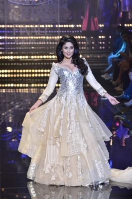 Kareena-Kapoor-at-Manish-Malhotra-Show