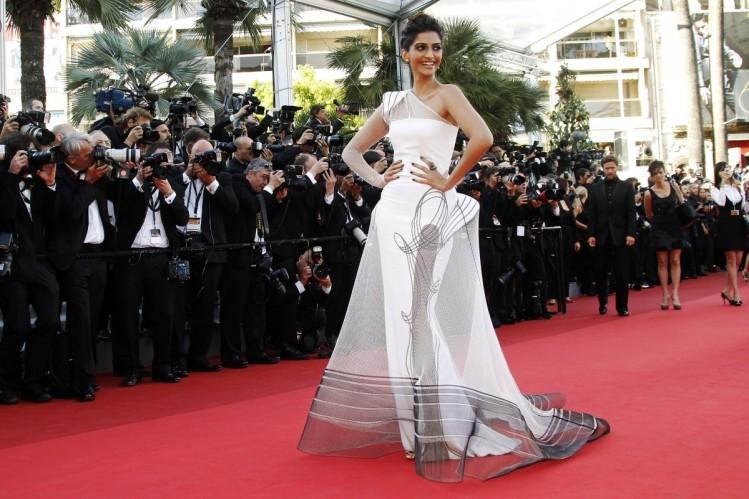 Sonam Kapoor at Cannes 2011.jpg