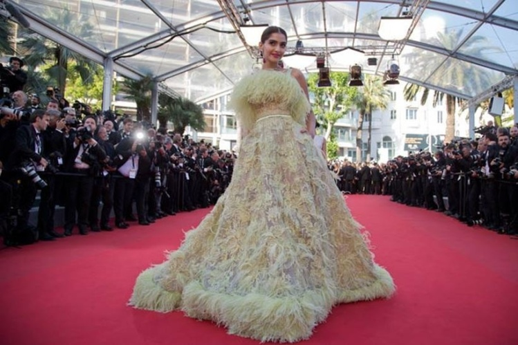 Sonam Kapoor at Cannes 2015.jpg